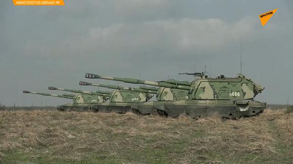 Střelba ruských raketových vojsk a dělostřelectva v Krasnodarském kraji - Sputnik Česká republika