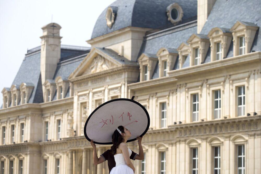 Nevěsta během svatebního focení v Číně