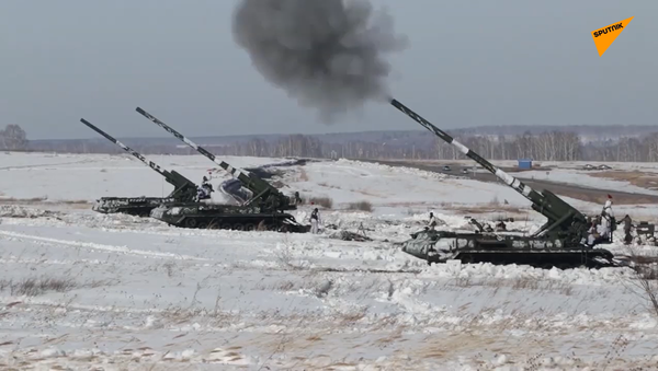 Ruští dělostřelci zničili štáb cvičného nepřítele z 2S7 Pion - Sputnik Česká republika