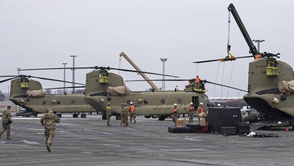 Americká vojenská technika během přepravy v německém Bremerhavenu. Illustrační foto - Sputnik Česká republika