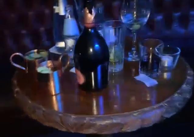 Nelegální párty v pražském baru