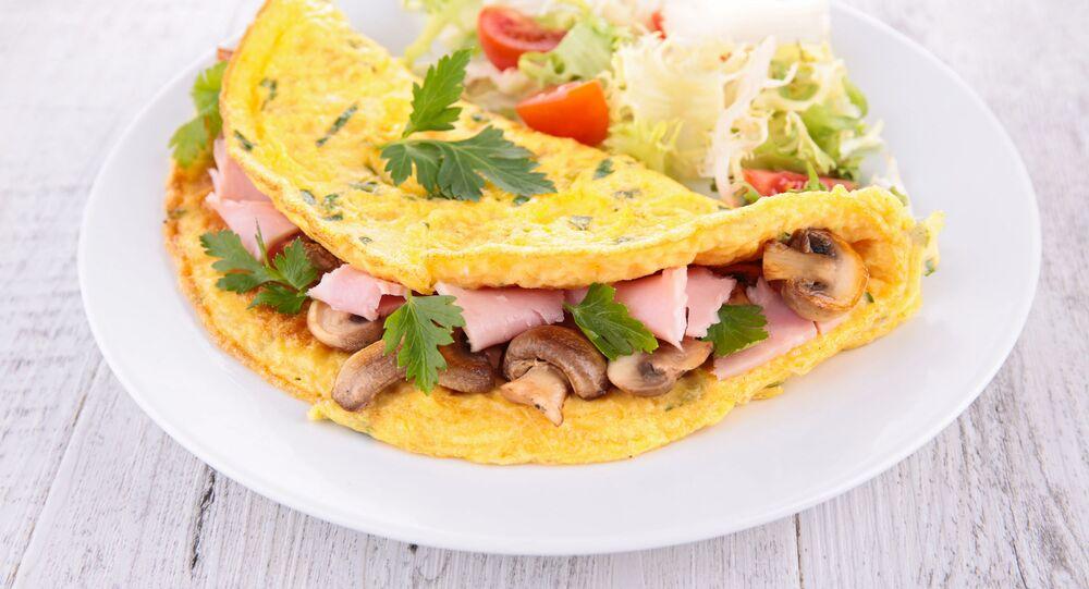 Omeleta se šunkou a houbami