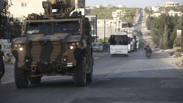 Turecké obrněné vozidlo v Idlibu - Sputnik Česká republika