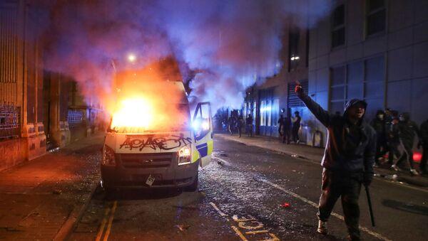 Protesty proti nově navrhovanému policejnímu zákonu v Bristolu v Británii 21. března 2021. - Sputnik Česká republika