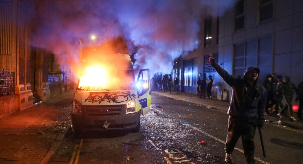 Protesty proti nově navrhovanému policejnímu zákonu v Bristolu v Británii 21. března 2021.