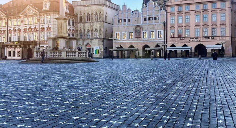 Na Staroměstském náměstí se objevilo 25 tisíc křížů symbolizující oběti covidu-19
