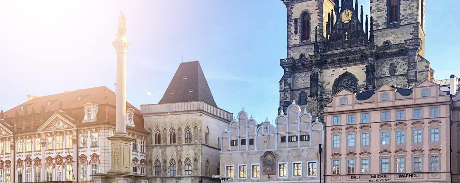 Na Staroměstském náměstí se objevilo 25 tisíc křížů symbolizující oběti covidu-19 - Sputnik Česká republika, 1920, 14.06.2021