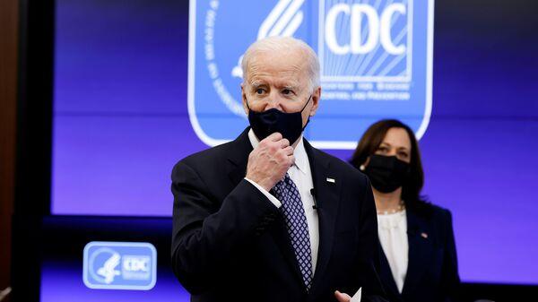 Президент США Джо Байден в Центре по контролю и профилактике заболеваний Атланты - Sputnik Česká republika