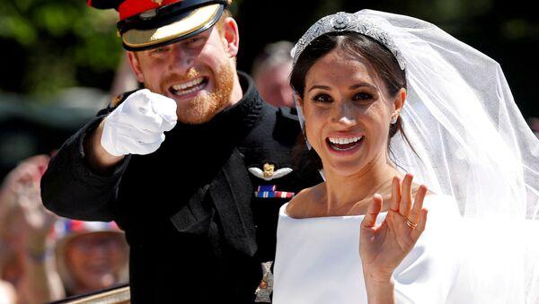 Princ Harry a Meghan Markle během svatebního obřadu v kapli sv. Jiří na zámku Windsor - Sputnik Česká republika
