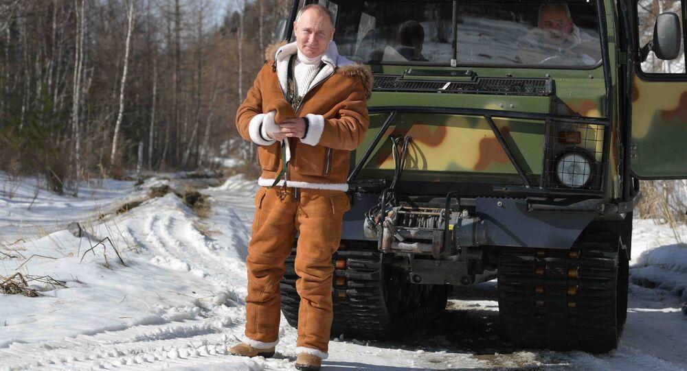 Ruský prezident Vladimir Putin během procházky v tajze