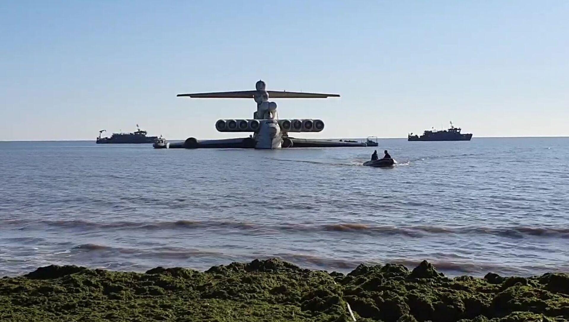 Ekranoplán MD-160 na pobřeží Černého moře poté, co byl převezen do ruské Dagestánské republiky.  - Sputnik Česká republika, 1920, 20.04.2021