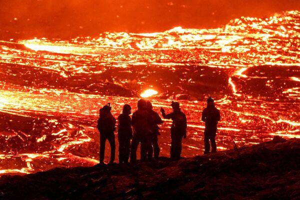 Sopečná erupce v údolí Geldingadalur na poloostrově Reykjanes na Islandu   - Sputnik Česká republika