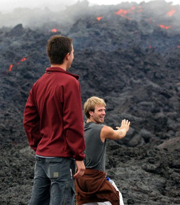 Turisté pozorují lávu sopky Pacaya v Guatemale - Sputnik Česká republika