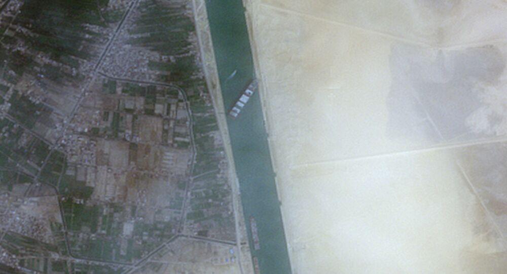 Kontejnerová loď Ever Given v Suezském průplavu