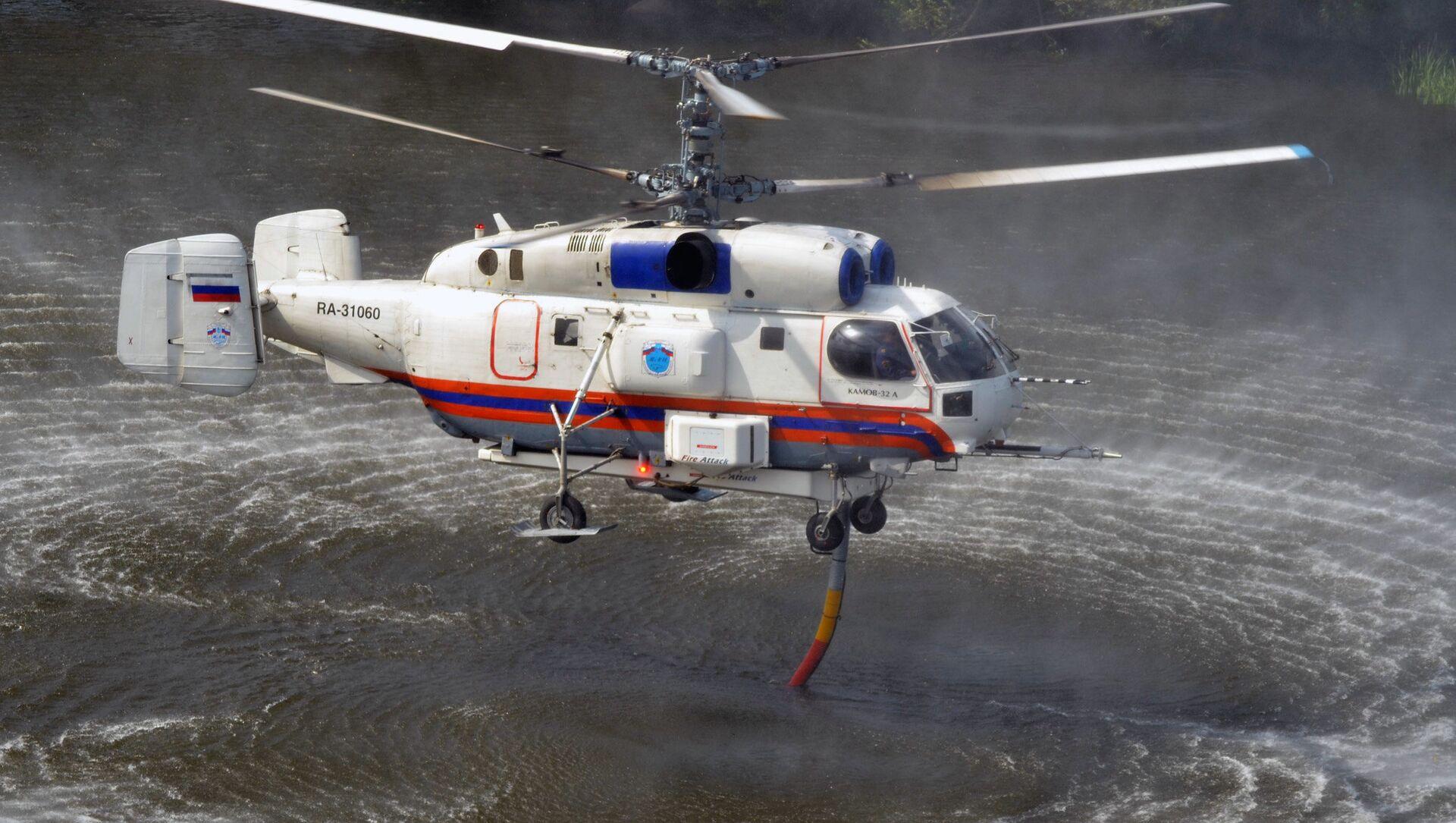 Мrtulník Ka-32 Ministerstva pro civilní obranu, mimořádné situace a likvidaci následků živelných pohrom RF (MČS). Ilustrační foto - Sputnik Česká republika, 1920, 26.03.2021