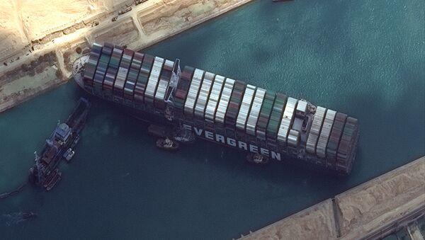 Kontejnerová loď  Ever Given, která zablokovala Suezský průplav - Sputnik Česká republika