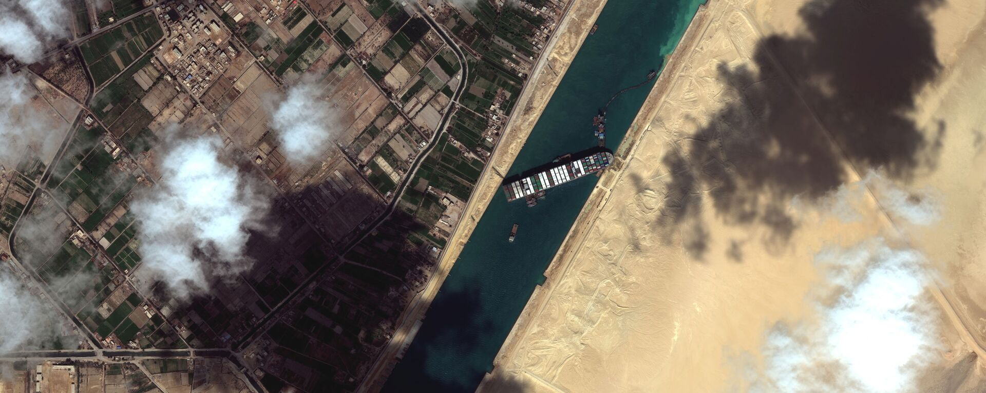 Pohled na kontejnerovou loď Ever Given v Suezském průplavu na satelitním snímku - Sputnik Česká republika, 1920, 28.03.2021