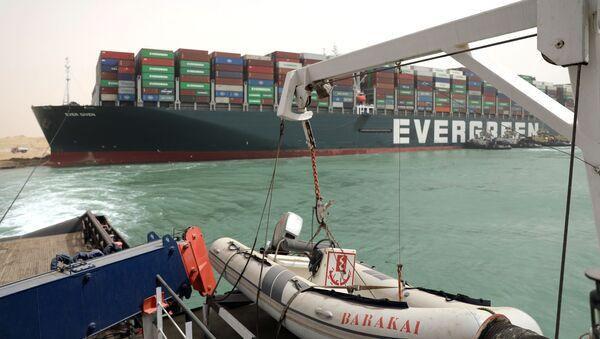 Práce na odblokování pohybu plavidel v Suezském průplavu - Sputnik Česká republika