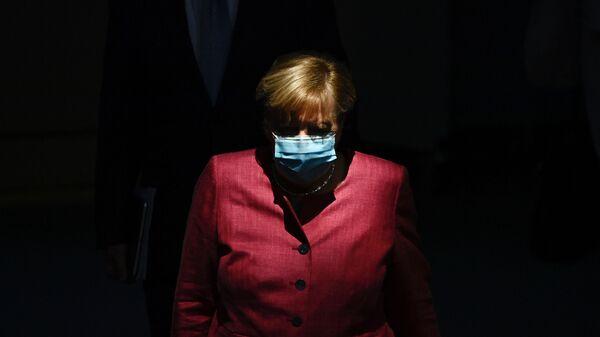 Канцлер Германии Ангела Меркель в защитной маске  - Sputnik Česká republika