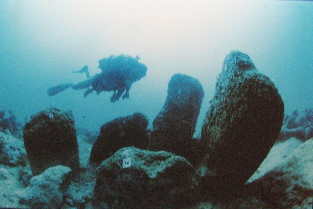 Starobylá zatopená neolitická vesnice Atlit Yam, pobřeží Atlitu, Izrael