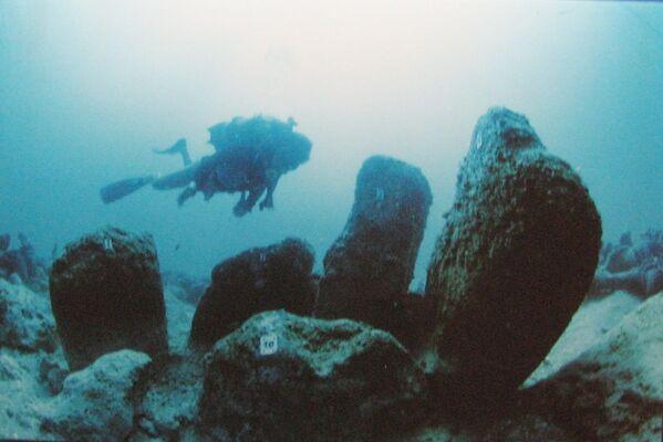 Starobylá zatopená neolitická vesnice Atlit Yam, pobřeží Atlitu, Izrael. - Sputnik Česká republika