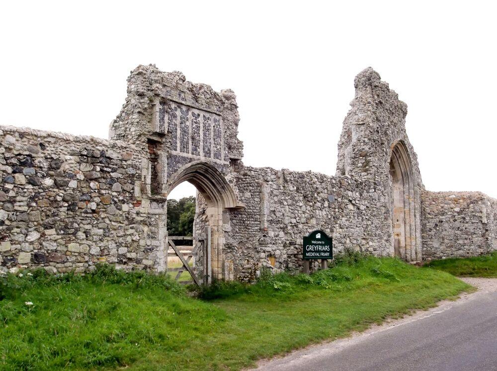 Ruiny františkánského kláštera Greyfriars v obci Dunwich ve východní části hrabství Suffolk
