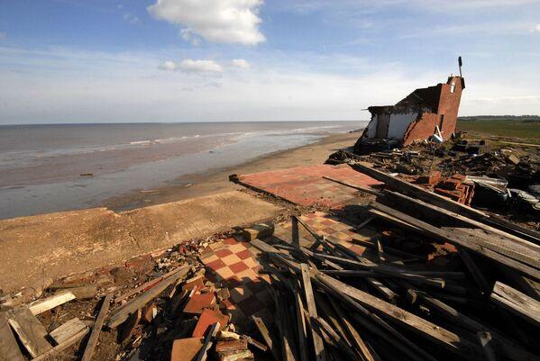 Zatopené přístavní město na pobřeží Britských ostrovů ve Spurn Point, East Yorkshire, Anglie. - Sputnik Česká republika