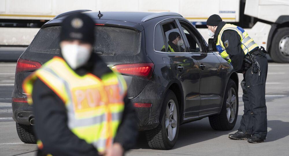 Policisté na německo-české hranici v německém Bad Gottleubu