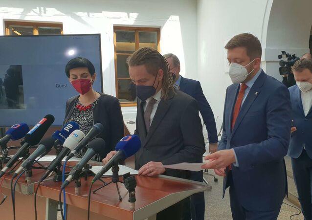 Společná tisková konference předsedů Pirátů, ODS, KDU-ČSL, TOP 09 a STAN