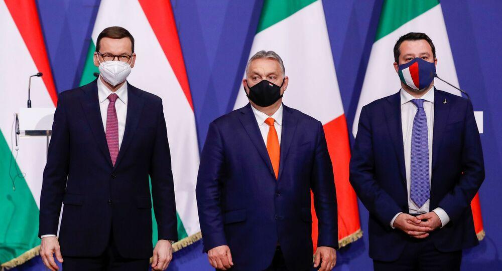 Maďarský premiér Viktor Orbán, polský premiér Mateusz Morawiecki a bývalý italský ministr vnitra Matteo Salvini v Budapešti