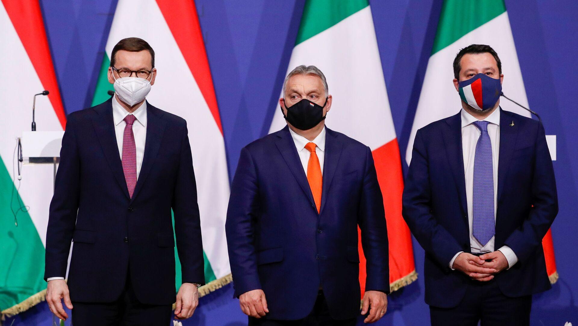 Maďarský premiér Viktor Orbán, polský premiér Mateusz Morawiecki a bývalý italský ministr vnitra Matteo Salvini v Budapešti - Sputnik Česká republika, 1920, 02.04.2021