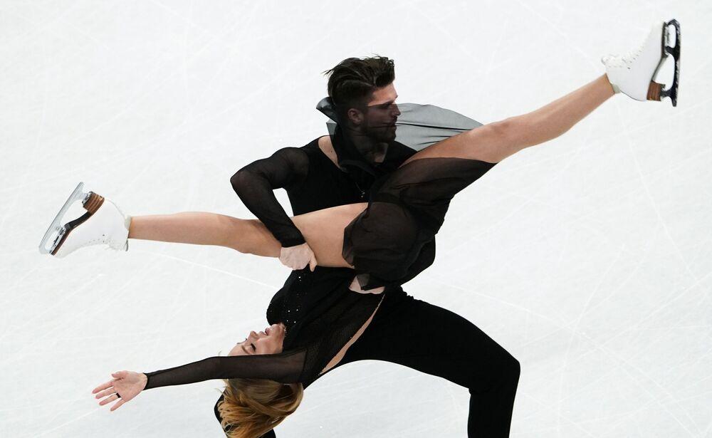 Alexandra Stěpanovová a Ivan Bukin během vystoupení na Mistrovství světa v krasobruslení