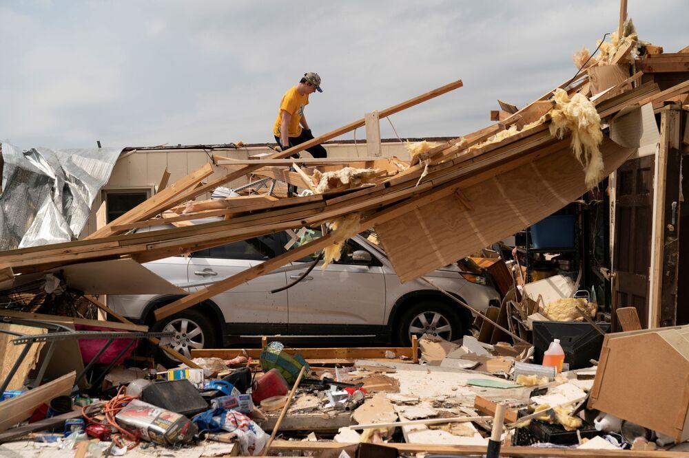 Trosky po tornádu v Alabamě, USA