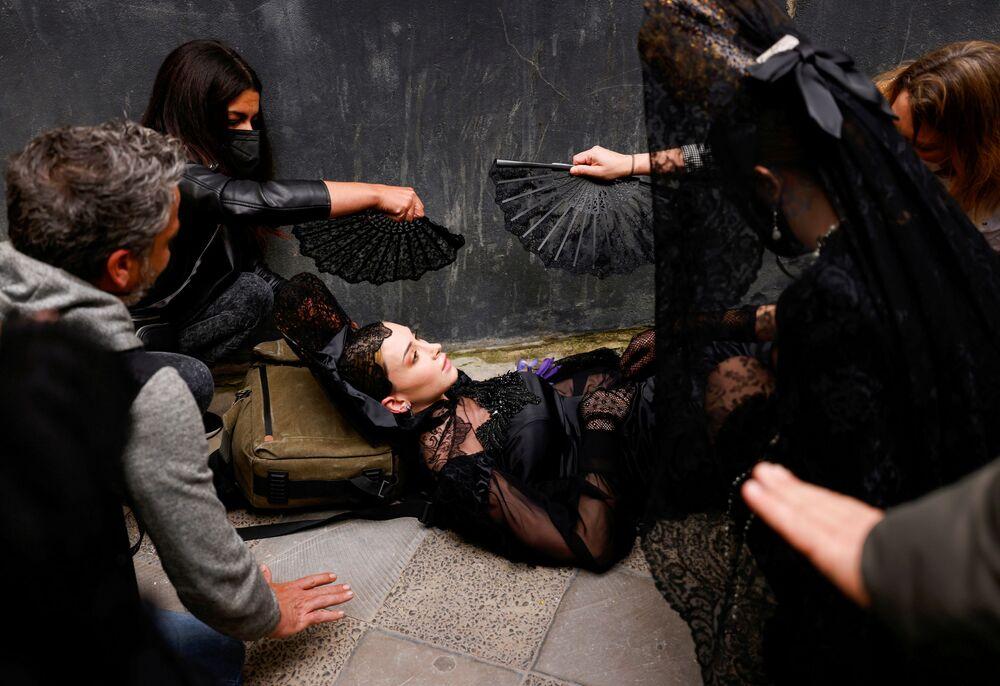 Modelka, které se zatočila hlava před začátkem modní přehlídky v Seville
