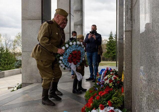 Politici i verejnosť si uctili pamiatku na padlých osloboditeľov Bratislavy na Slavíne