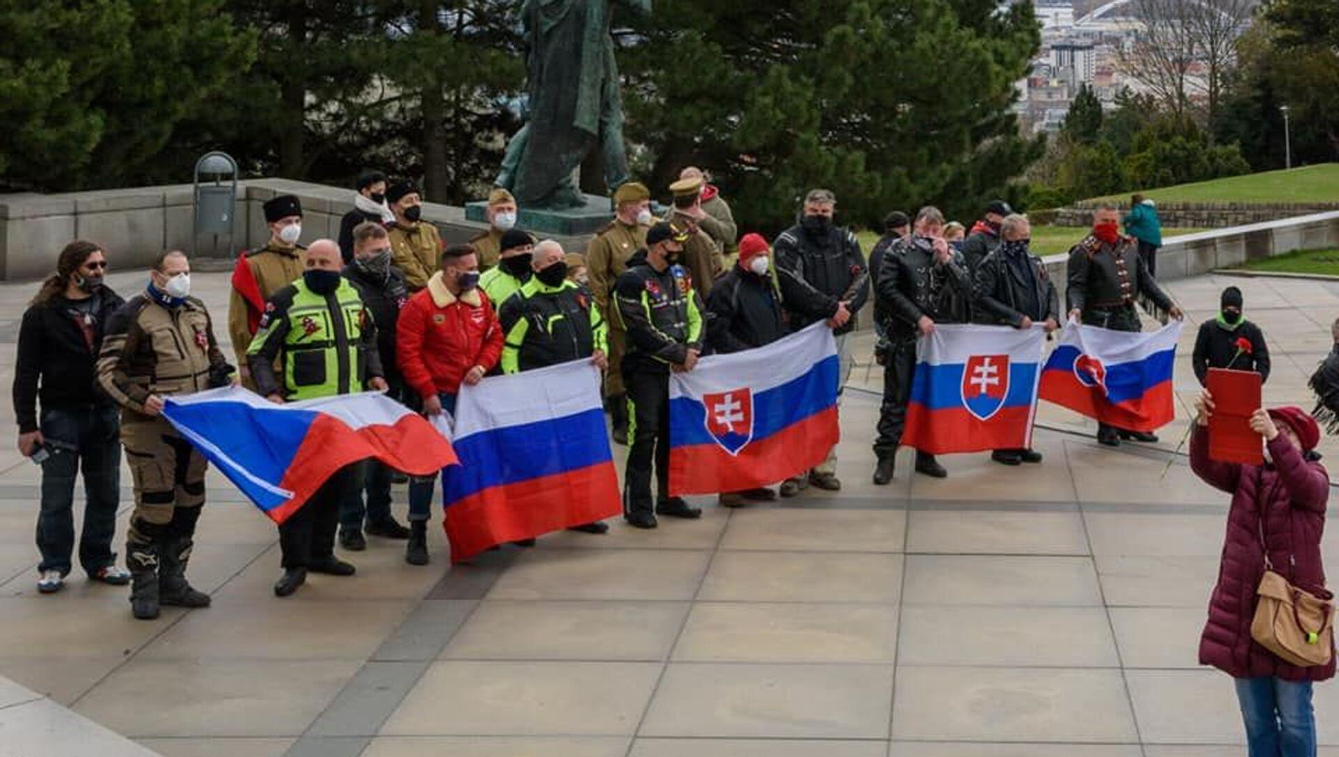 Politici i verejnosť si uctili pamiatku na padlých osloboditeľov Bratislavy na Slavíne - Sputnik Česká republika, 1920, 20.04.2021
