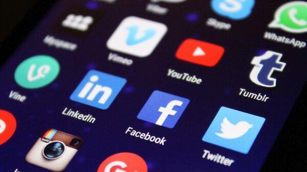 Logo Facebook, Twitter, Instagram, YouTube, Twitter - Sputnik Česká republika