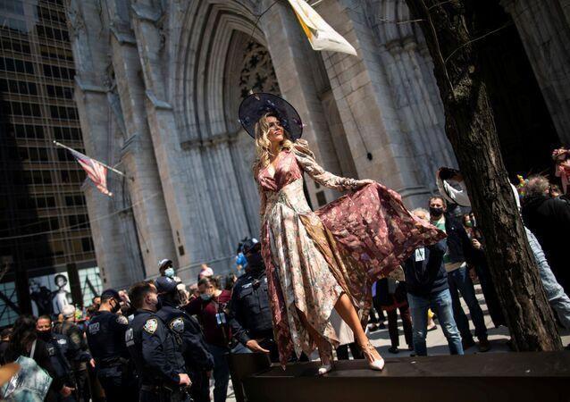 Podívaná uprostřed koronakrize: Záběry tradičního Velikonočního průvodu v New Yorku