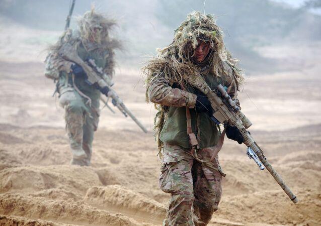 Vojáci NATO na vojenském cvičení v Lotyšsku
