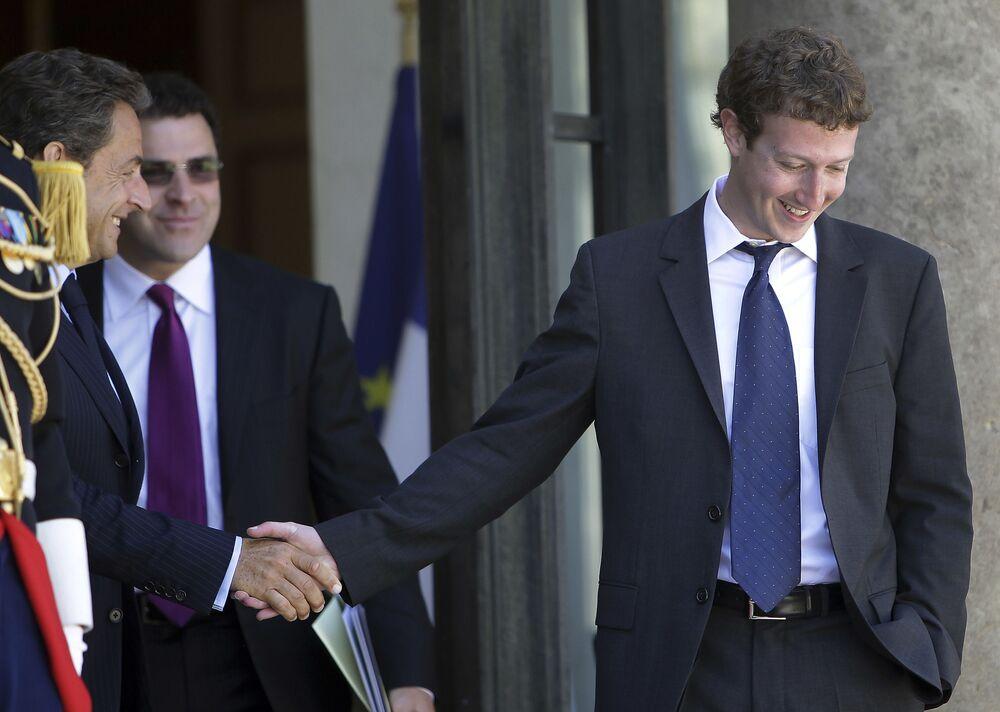 Spoluzakladatel a prezident Facebooku Mark Zuckerberg, jmění - 97 mld. dolarů