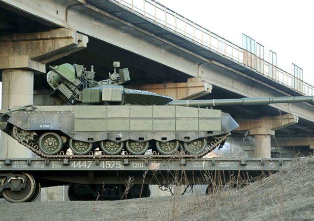 Tank T-80BVM