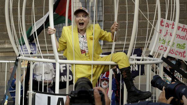 Královna provokace: Zakladatelka punkového stylu v módě Vivienne Westwoodová slaví 80 let - Sputnik Česká republika