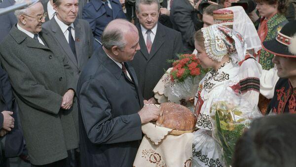 Michail Gorbačov na návštěvě ČSSR - Sputnik Česká republika