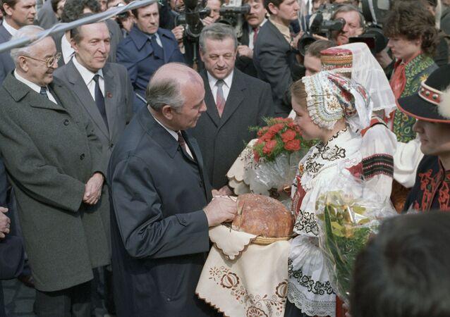 Michail Gorbačov na návštěvě ČSSR
