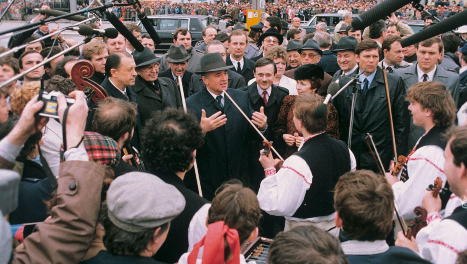 Michail Gorbačov na návštěvě ČSSR - Sputnik Česká republika, 1920, 20.04.2021
