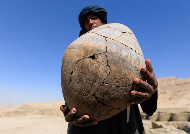 """Vykopávky ve """"zlatém městě"""", které bylo nalezeno nedaleko od Luxoru v Horním Egyptě ."""