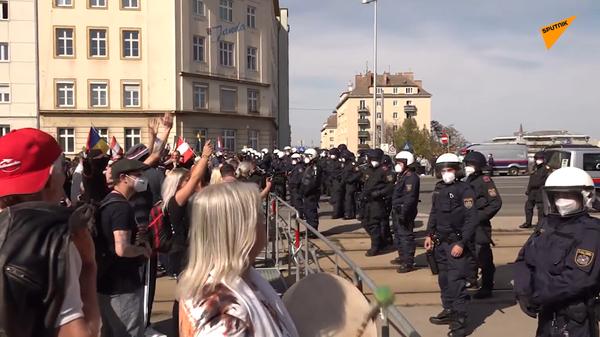 Ve Vídni skončily protesty proti opatřením proti koronaviru střety s policií - Sputnik Česká republika