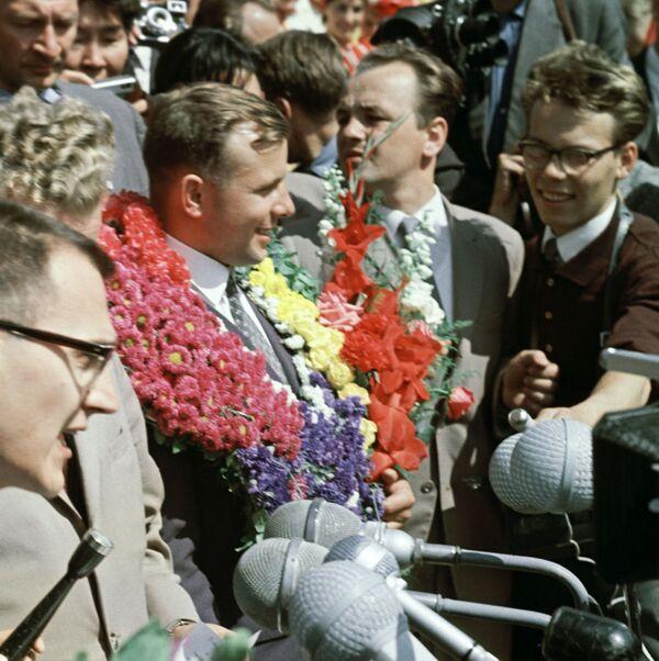Kosmonaut Jurij Gagarin na Světovém festivalu mládeže a studentů ve finských Helsinkách. - Sputnik Česká republika