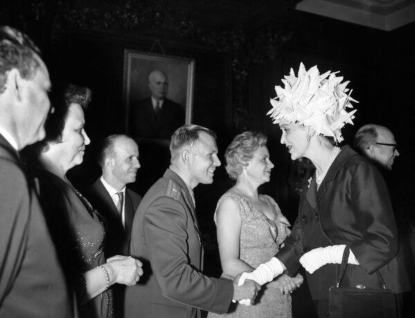 Kosmonaut Jurij Gagarin při uvítání v Londýně. - Sputnik Česká republika