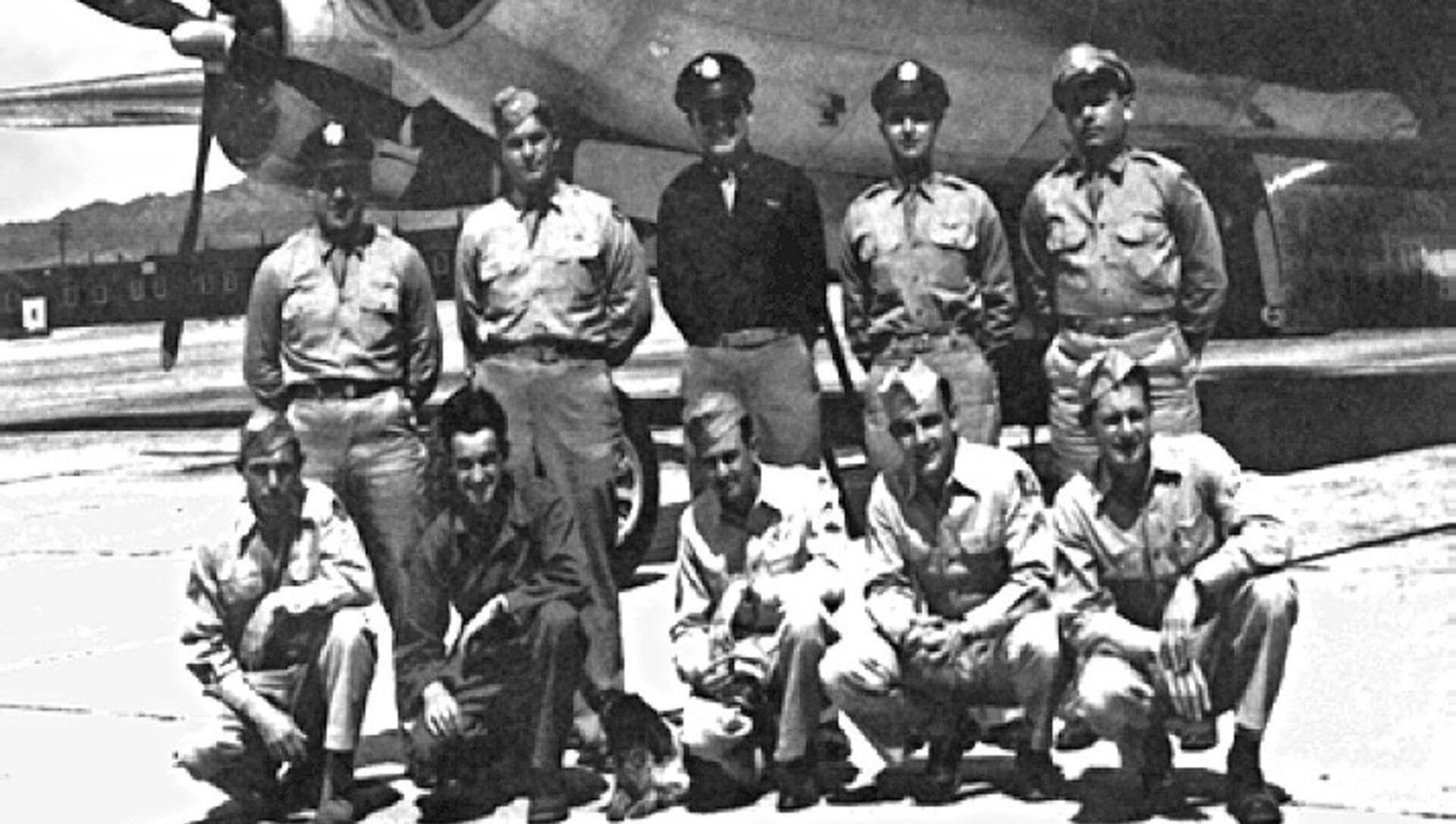 Posádka letadla, které shodilo atomovou bombu na Nagasaki, 1945 - Sputnik Česká republika, 1920, 20.04.2021